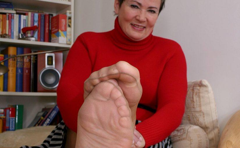 Noge – starija dama ciji su fetis noge